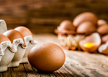 Eggs for dry and frizzy hair
